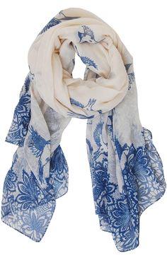 Pretty statement scarf http://rstyle.me/n/guciznyg6