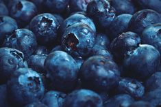 Blueberry overload - I love the Lensbaby Velvet for shots like this. It's not just great for Produkts but also for Close-Ups since you can focus as close as 13cm. I really consider to keep this lense after the testingperios is over ;)