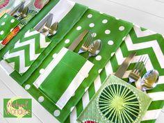 Maravillas fin de semana con Fabric.com: individuales al aire libre con bolsillos Cubiertos   Sew4Home