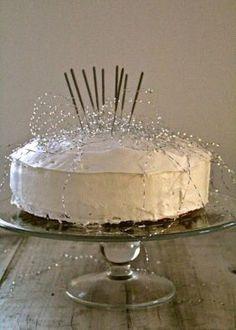 Sjokoladekake med salt karamell - Mat På Bordet Lemon Curd Cake, Croquembouche, Christmas Goodies, Dessert Recipes, Desserts, Relleno, Trifle, Cake Decorating, Food And Drink