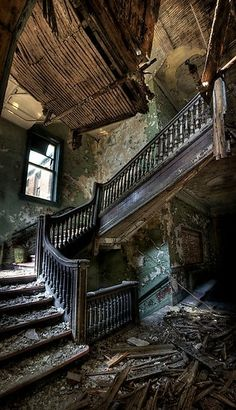 Forgotten palace (B7: A Light in the Dark) ~Wendy Hamlet