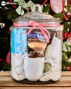 10 Unique Gift Ideas For An Amazing Gift In A Jar · Jillee Gift baskets have been done to death, so give a gift in a jar this year! Check out these 10 creative ideas for heartfelt holiday gifts packed up in a jar. Homemade Christmas Gifts, Christmas Gifts For Her, Homemade Gifts, Holiday Gifts, Diy Gifts, Christmas Ideas, Christmas Crafts, Homemade Food, Christmas 2019