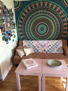 Looking for some affordable ways to personalize your dorm room? Check out these fun and easy DIY ideas! Your college dorm room will feel like home in no time!