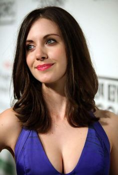 Alison Brie, Beautiful Celebrities, Beautiful Actresses, Gorgeous Women, Hollywood Actresses, Dark Hair, Celebs, Actors, Beauty