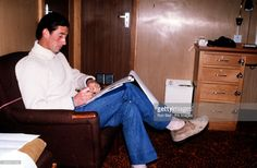 News Photo : PA NEWS PHOTO APRIL 1980 PRINCE CHARLES WRITING A...