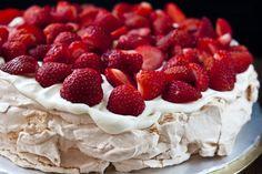 Десерт «Павлова»: рецепт и процесс приготовления безе, законы и нюансы выпечки, правила и советы по оформлению