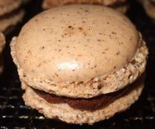 Rezept Weihnachts Haselnuss Macarons mit Kaffeeganache Füllung von amarisana - Rezept der Kategorie Backen süß