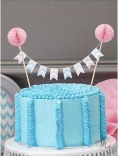 Cake topper bandierine a righe.  Originale cake topper con bandierine in tessuto di vari colori a righe che tiene grazie a 2 bastoncini in legno sormontati da due festoni rosa. Misure: 17 x 24 cm. #caketopper #cake #topper #wedding #matrimonio #weddingideas #ideasforwedding #figurastartanuptcial #hochzeitcaketopper #weddingday #righe #bandierine