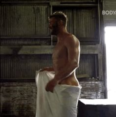If only that towel were a bit lower!!!