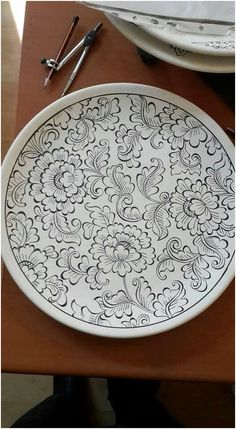 Inexpensive, elegant and versatile, pottery is a worthwhile addition to your home, and you should definitely consider getting some for your interior design project. Pottery is used to decorate diff… Painted Ceramic Plates, Clay Plates, Hand Painted Ceramics, Ceramic Clay, Turkish Plates, Turkish Art, Pottery Painting, Ceramic Painting, Glazes For Pottery