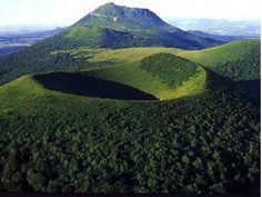 The impressive volcanos in Auvergne, France Places In Europe, Places To See, Clermont Ferrand, Poitou Charentes, Famous Landmarks, What A Wonderful World, France Travel, Far Away, Wonders Of The World