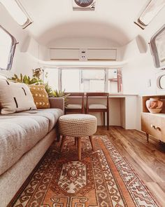 If you are looking for some airstream interior inspiration check out Their new airstream renovation is 🔥. Airstream Living, Airstream Remodel, Airstream Renovation, Airstream Interior, Vintage Airstream, Airstream Trailers, Vintage Campers, Travel Trailers, Vintage Caravan Interiors