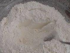 Pan amasado con aceite Receta de Jacqueline Ramirez- Cookpad Empanadas, Feta, Icing, Ice Cream, Cheese, Desserts, Frases, Bread Recipes, Oil