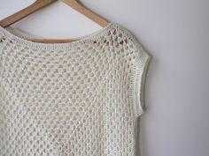Amma - granny square top — free crochet pattern by Maria Valles. Can be made any size.