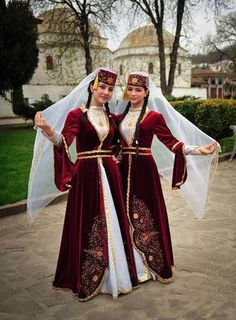 Traditional dressed Tatar-Turk girls from Bahcesaray (Crimea-Peninsula)! Traditional Fashion, Traditional Dresses, Crimean Tatars, Costumes Around The World, Style Ethnique, Ethnic Outfits, Ethnic Clothes, Folk Costume, People Of The World