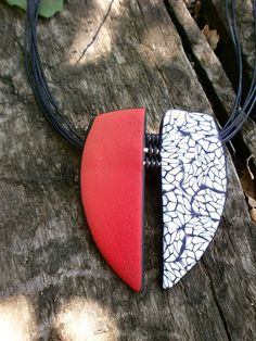 Polymer clay pendant inspired in Angela Gerhard enamels. By paQUEluzcas