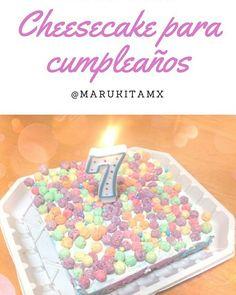 Cheesecake de colores para cumpleaños, base de cereal y decoracion así como en el cheesecake toque de color en diferentes tonalidades.