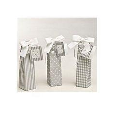 Set de regalitos para bautizo con chupetes,peladillas de chocolate y tarjetita.