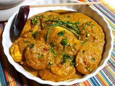A tasty and thick spicy sauce poured over boiled eggs. A comfort food dish by Beb Vuyk: eggs in curry sauce Egg Recipes, Asian Recipes, Great Recipes, Bacon Recipes, Salmon Fish Tacos, Indonesian Cuisine, Indonesian Recipes, Tilapia Recipes, Malaysian Food