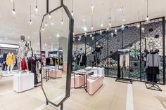 De_b-womenswear_industrial_mirror.jpg