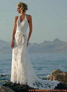 Robe avec col au cou en satin et organdi ornée de broderie, de ruban et de dentelles robe de mariée dentelle