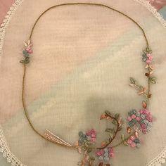 Fotoğraf açıklaması yok. Hand Embroidery Dress, Brazilian Embroidery, Purses And Bags, Bride, Sewing, Crochet, Instagram Posts, Salons, Handmade
