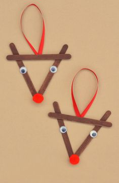 Easy Christmas crafts for kids to make are a great way to celebrate the holidays with your toddler or kids. These DIY Christmas crafts are great for gifts! Popsicle Stick Christmas Crafts, Homemade Christmas Crafts, Kids Christmas Ornaments, Diy Christmas Decorations Easy, Christmas Crafts For Kids To Make, Preschool Christmas, Holiday Crafts, Reindeer Christmas, Family Christmas