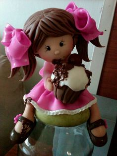:) This doll reminds me of Janice's daughter. Polymer Clay People, Polymer Clay Figures, Polymer Clay Dolls, Polymer Clay Miniatures, Polymer Clay Projects, Polymer Clay Creations, Fondant Figures, Clay Jar, Sculpey Clay