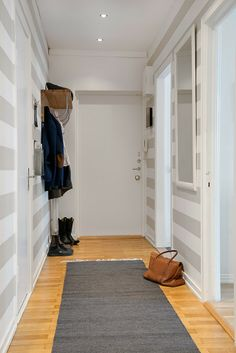 I like the stripes but just in a small area. Striped Hallway, Striped Walls, Urban Apartment, Apartment Design, Style At Home, Painting Stripes On Walls, Interior Walls, Interior Design, Scandi Home