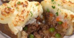 Wintertime means we need hearty, filling, warm meals that'll last us through the long cold nights, and what better way to find them than go back to the most traditional recipes? One of the best and the oldest: shepherd's pie! Also known as cottage pie...