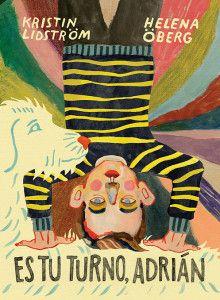 """""""Es tu turno, Adrián"""" de Helena Obergn. Casi todos los días Adrián va a la escuela con un nudo en el estómago. Cuando está allí se siente solo y diferente a los demás. Lo peor es cuando los profesores le piden que lea en voz alta: entonces el mundo entero parece congelarse. Una cautivadora novela gráfica sobre la vulnerabilidad y el poder transformador de la imaginación. Signatura: INF C adr."""