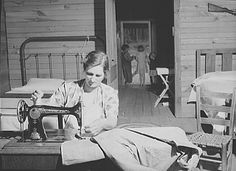 Sewing : In Grandmother's Day | Old-Time Happy Housewifery