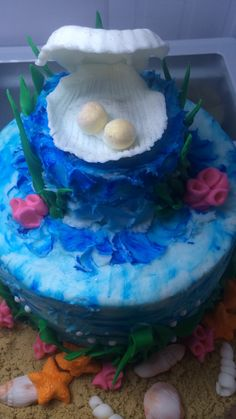 Oyster w/ Pearls on beach themed cake