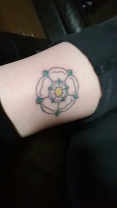 yorkshire rose by jemma jones at rain city tattoo manchester tattoo ideas pinterest city. Black Bedroom Furniture Sets. Home Design Ideas