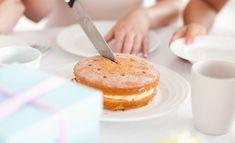 Näin saat kuohkean ja gluteenittoman kakkupohjan Gluten Free Baking, Gluten Free Recipes, Vanilla Cake, Doughnut, Cereal, Sweet Tooth, Cheesecake, Sweets, Cooking