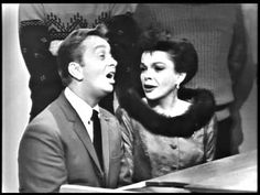 Judy Garland & Mel Tormé (The Velvet Fog)::The Christmas Song. 4 minute clip from The Judy Garland TV show. Christmas Duets, Christmas Shows, Christmas Past, Christmas Music, Christmas Movies, Christmas Carol, Christmas Videos, Judy Garland, Christmas Songs Youtube