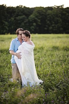 Kate & Ben Maternity Portrait Session in Prince Edward County | Pitcher Perfect Lifestyle & Wedding Photography Plus size maternity fashion