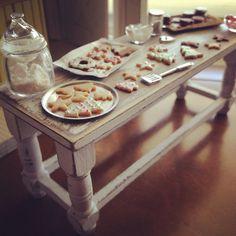 Shabby cottage baking table 1:12
