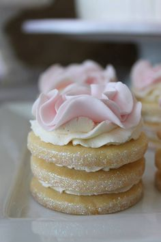 Individual cupcakes with rosette topping. Tea Cakes, Mini Cakes, Baking Recipes, Dessert Recipes, Tea Recipes, Petit Cake, Naked Cakes, Afternoon Tea Parties, Pretty Cakes