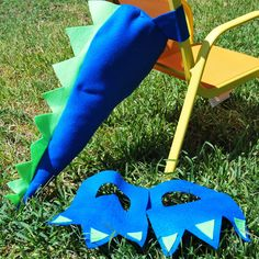 Whether you're having a dinosaur themed birthday party, or dressing up for Halloween, these felt dinosaur tails and feet are cute and easy to wear. Use them as a prop for a photo booth, let your guest