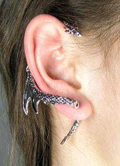 I want it !!   Daenerys Targaryen Dragon Ear Cuff Wrap door SilverPhantomJewelry.
