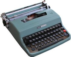 Marcello Nizzoli, Olivetti This portable typewriter changed our relationship with writing, revolutionizing work and office space Good Old Times, The Good Old Days, My Childhood Memories, Sweet Memories, D Mark, My Memory, Old Toys, Vintage Advertisements, Old School