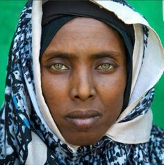 Afar tribe woman with green eyes and tattoos on her face, Afar region, Assaita, Ethiopia © Eric Lafforgue Dark Skin Blue Eyes, Women With Green Eyes, Oromo People, Ethiopian Beauty, Eric Lafforgue, African Tribes, African Men, African Hair, African Diaspora
