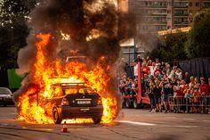 Mamy dla Was kilka zdjęć z pokazu kaskaderów, grupy R-Stunts, który odbył się wczoraj, 8 sierpnia 2021 roku, na parkingu przy markecie ELeclerc. Źródło Local News, Fire