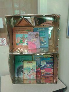Gouden boekenkast met lievelingsboeken uit kernverhaal Museum, Reading, School, Reading Books, Museums