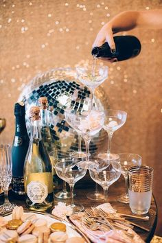 A Sparkly Holiday Party To Inspire You This Season! Glitter bombs, disco balls, a Champagne glass tower—yes, please! We instantly fell head over (sequined) heels for this wild take on a classic holiday party thrown by Rachael Lunghi and Julia Wheeler. Fond Design, Silvester Diy, Saint Sylvestre, Party Mottos, New Years Decorations, Glitter Party Decorations, Ideias Diy, Party Photography, Glitter Photography