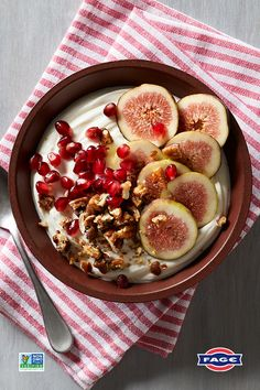 Supercharge your day with this extraordinary yogurt bowl topped with figs, pomegranate seeds, and chopped pecans – yum! How do you top your FAGE? Yogurt Bowl, Pomegranate Seeds, Plain Greek Yogurt, Keto Bread, Superfoods, Healthy Recipes, Healthy Food, Greek Yogurt