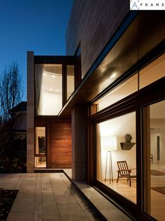 Ravine Residence by Hariri Pontarini Architects | HomeDSGN, a daily source for inspiration and fresh ideas on interior design and home decoration.