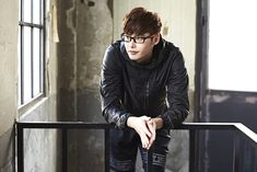Go here for Lee Jong Seok's previously released OAKLEY visuals.    Source | OAKLEY