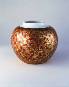 Iro-ejiki colored vase by National Living Treasure of Japan, TOMIMOTO Kenkichi (1886-1963)「色絵金銀彩四弁花模様飾壺」富本憲吉(人間国宝)